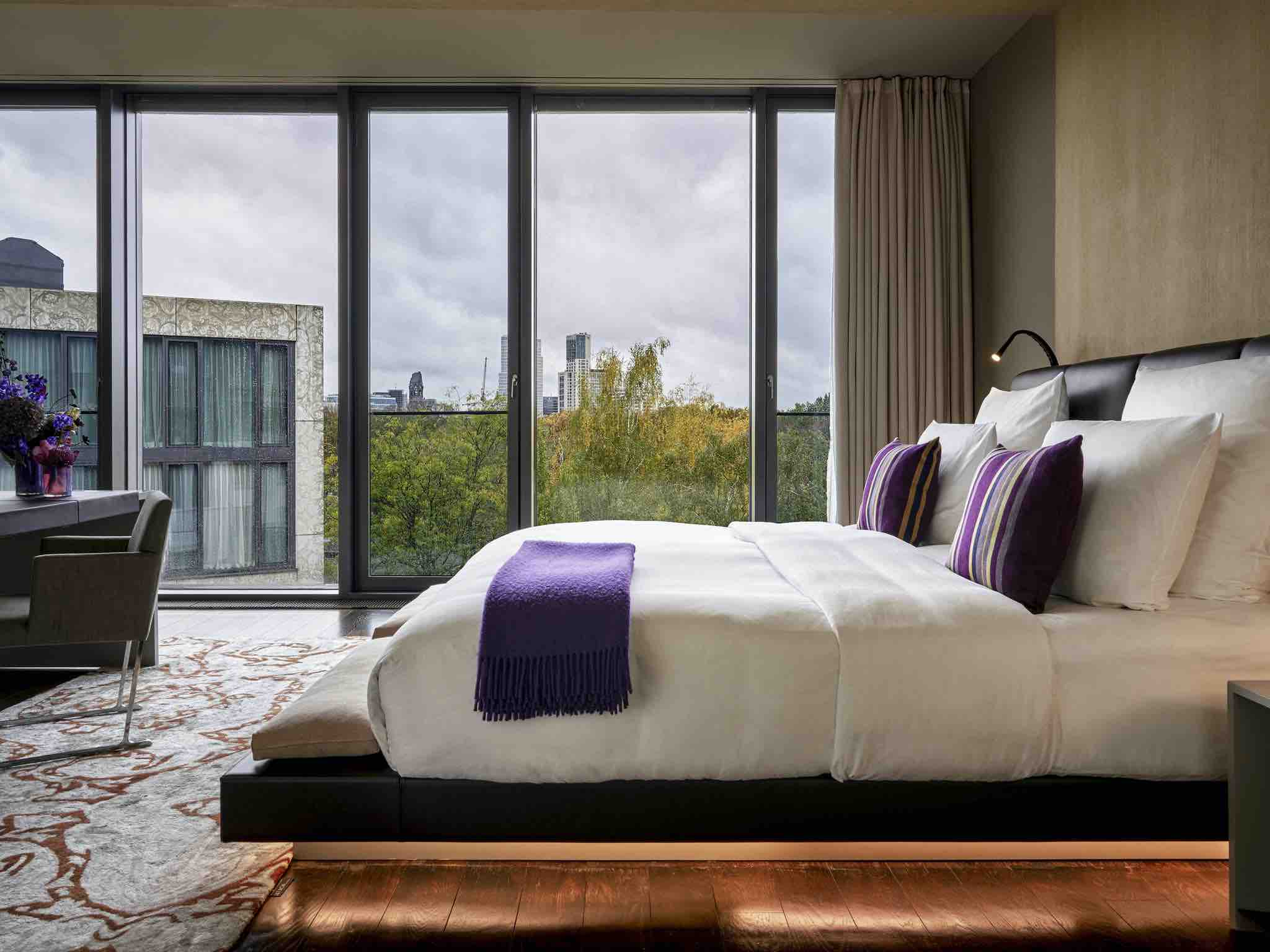 MFI-SO/Berlin Das Stue -03 - boutique hotel in Berlin bedroom with city view in jpg