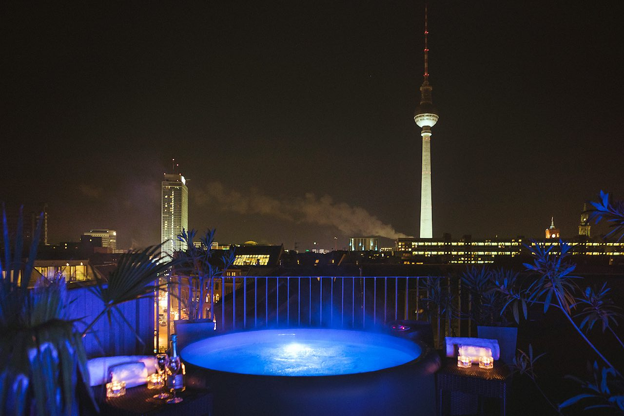 Weinmeister Berlin-Mitte rooftop hot tub at night copy